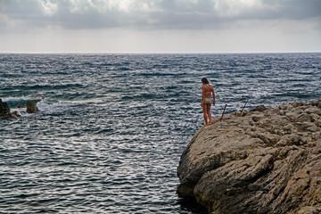 Badende auf Felsen, Sizilien