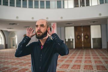 Bearded Muslim starting to pray