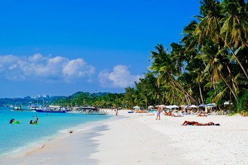 Beautiful tropical white sand beach with coconut palms and people on the beach Fototapete