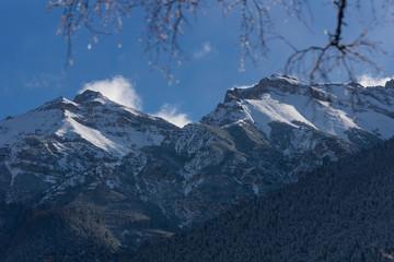 Winterliche Berggipfel