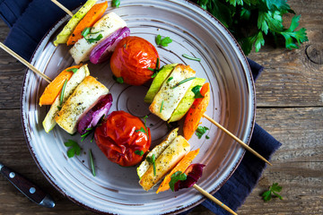 Halloumi cheese and vegetables grilled skewers