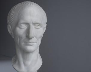 гипсовая голова Цезаря