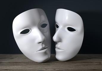 zwei weisse Masken