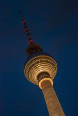 Berlin- Fernsehturm - Blaue Stunde golden