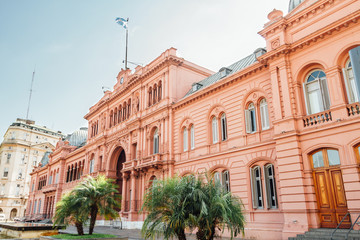 Spoed Fotobehang Buenos Aires Casa Rosada (Pink House), presidential Palace in Buenos Aires, Argentina, view from the front entrance