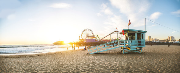 Tuinposter Los Angeles Santa Monica pier at sunset