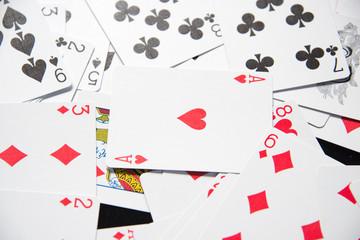 トランプ カードゲームで一儲けをしたいがカードゲームができない。