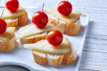 pinchos manchego cheese cherry tomatoes