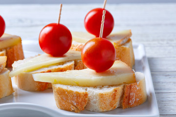 pinchos manchego cheese cherry tomatoes
