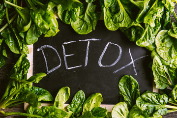 The inscription on the detox board and spinach around