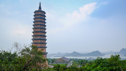 Foto op Aluminium Guilin Chua Bai Dinh, Tempel, Vietnam