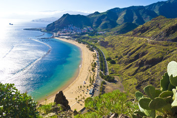 Photo sur Plexiglas Iles Canaries View from the mountain to the beach teresitas