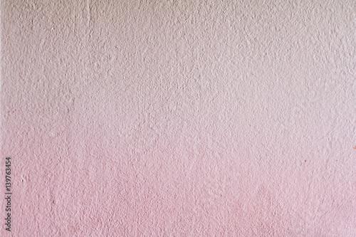 Imbiancatura grezza e ruvida di un muro interno con le tonalità