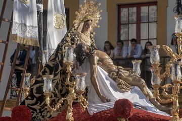 Fototapete - Virgen de la Piedad del baratillo, semana santa en Sevilla