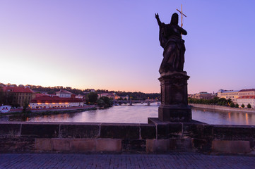 夕暮れのカレル橋