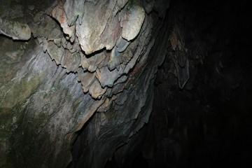 Stalagtites dans une grotte