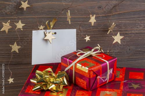 geschenke zu weihnachten stockfotos und lizenzfreie bilder auf bild 139802073. Black Bedroom Furniture Sets. Home Design Ideas