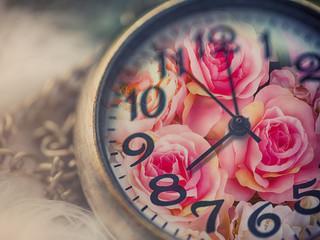 Fototapete - Rose flower on retro clock,valentine concept