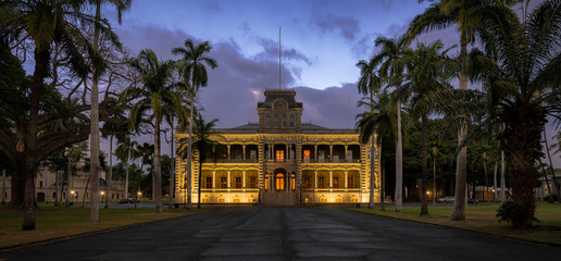 Iolani Palace at night on King Street in Honolulu, Hawaii