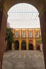 Sevilla (Andalucia, Spain): historic palace courtyard