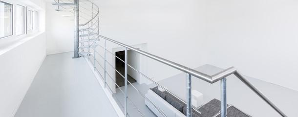 Galerie mit Geländer