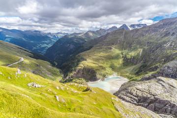 Gletscherstausee am Fuße des Großglockners in Kärnten Österreich
