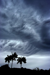 Tropiques - Nuages avant un cyclone