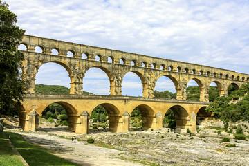 Photo sur Aluminium Voies ferrées Pont du Gard, old water line of the Romans