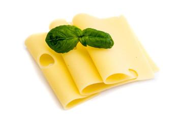 Käsescheiben isoliert auf weiß