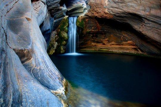 waterfall karijini australia canyon pool tranquil serene