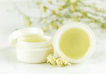 Obraz peppermint lip balm gel isolated on white background - fototapety do salonu