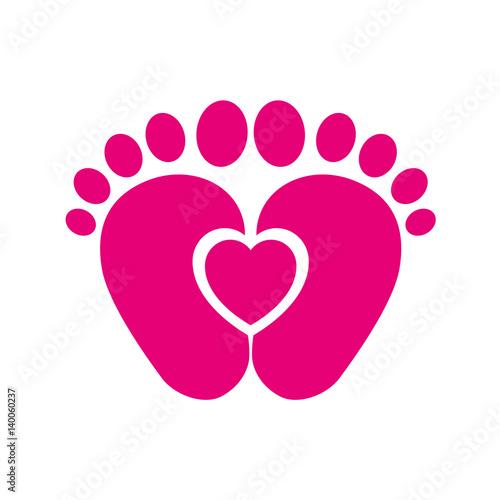 Icono Plano Pies De Bebé Con Corazón Rosa En Fondo Blanco
