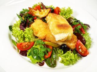 Gebackener Schafskäse auf Salat