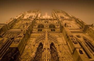 Dom Regensburg im Nebel