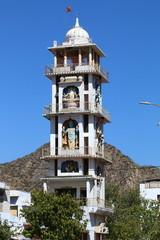Индия - страна богов и прекрасных храмов ,  каждый дворец и храм имеет свое глубокое значение.