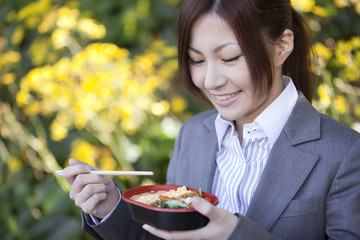 Young businesswoman eating lunch