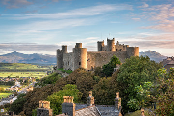 Aluminium Prints Castle Harlech Castle at sunrise