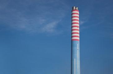 Camino di Gas, Ciminiera nel Cielo pulito in mezzo alle Nuvole, Generatore di Riscaldamento ed Energia Termica