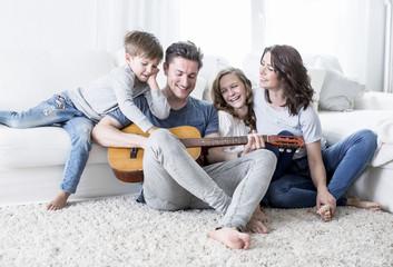 Familie macht zusammen musik