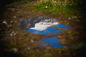 Photo sur Plexiglas Reflexion caraiman mountain peak in romania reflected in a lake