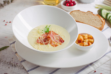 Cream soup with parmesan and bacon and crackers