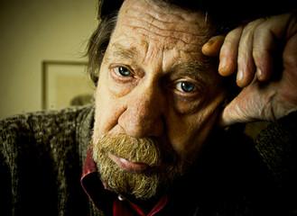 Sguardo, uomo anziano, triste, depresso.