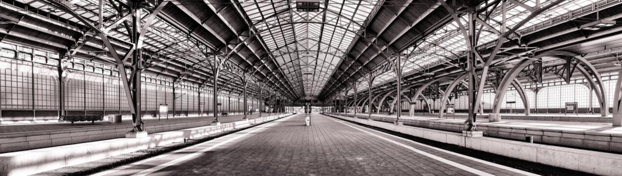 Lübeck Hauptbahnhof, menschenleer