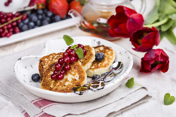 Cottage cheese pancakes with berries