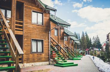 Современные деревянные коттеджи. Комфортабельный таунхаус