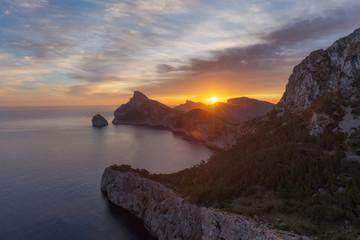 Fotobehang Candy roze Das Cap Formentor im Nordosten von Mallorca