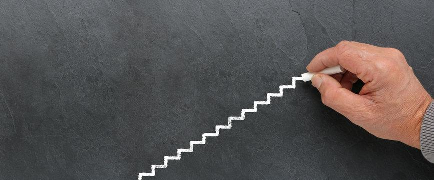 Escalier à la craie sur ardoise