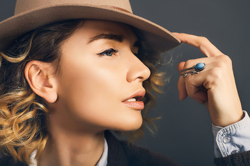 Close up portrait of beautiful woman in hat,bohho style,beauty make up,amazing bohho look,Rings,decorations on the girl,great details,curly hair,denim shirt,red lips,European in hat,Well-groomed skin