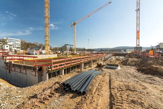 Baustelle Baugrube Neubau Baumaterial