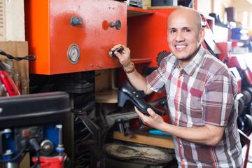 Specialist fixing heel taps